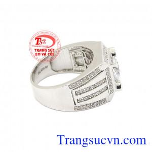 Nhẫn nam vàng trắng công danh hợp thời trang có thể kết hợp với nhiều loại trang phục khác nhau,Nhẫn nam vàng trắng công danh