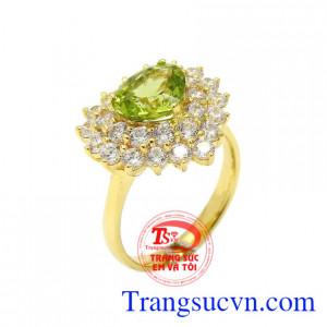 Nhẫn nữ peridot yêu thương