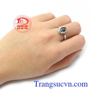 Nhẫn nữ Sapphire thời thượng là món quà tặng tuyệt vời cho người bạn yêu thương