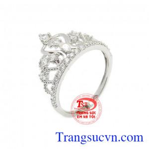 Nhẫn nữ vàng trắng vương miện