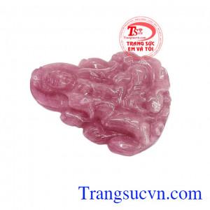 Đá ruby được mệnh danh là loại đá quý thiên nhiên mang giá trị cao bởi màu sắc rực rỡ, độ tinh khiết, độ cứng cao