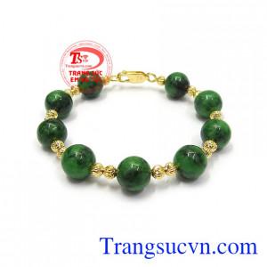 Vòng tay vàng cẩm thạch bình an rất được phái đẹp ưa chuộng, là món quà tặng ý nghĩa cho người thân và bạn bè