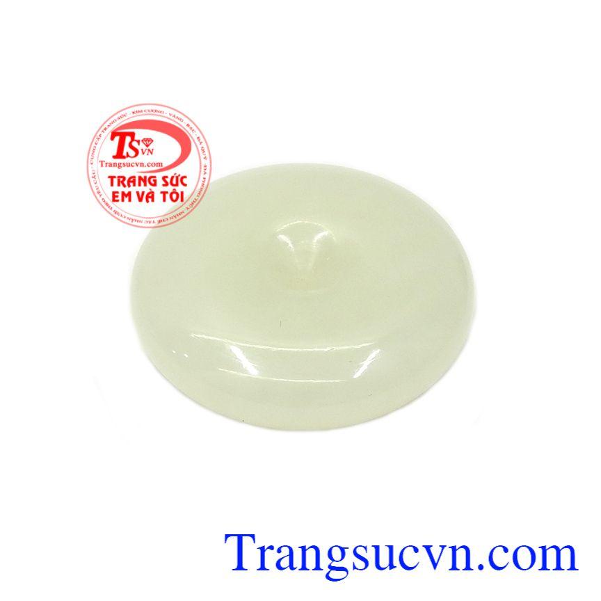 Mặt đồng xu Jadeite phú quý là biểu tượng cho của cải và tài lộc, đem lại may mắn cho chủ nhân trong cuộc sống và công việc,Mặt đồng xu Jadeite phú quý