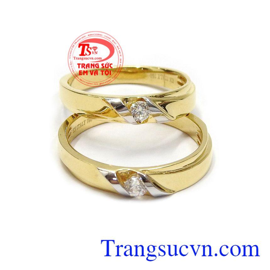 Là biểu tượng của tình yêu và sợi dây liên kết giữa hai người yêu nhau Nhẫn cưới vàng tây hạnh phúc