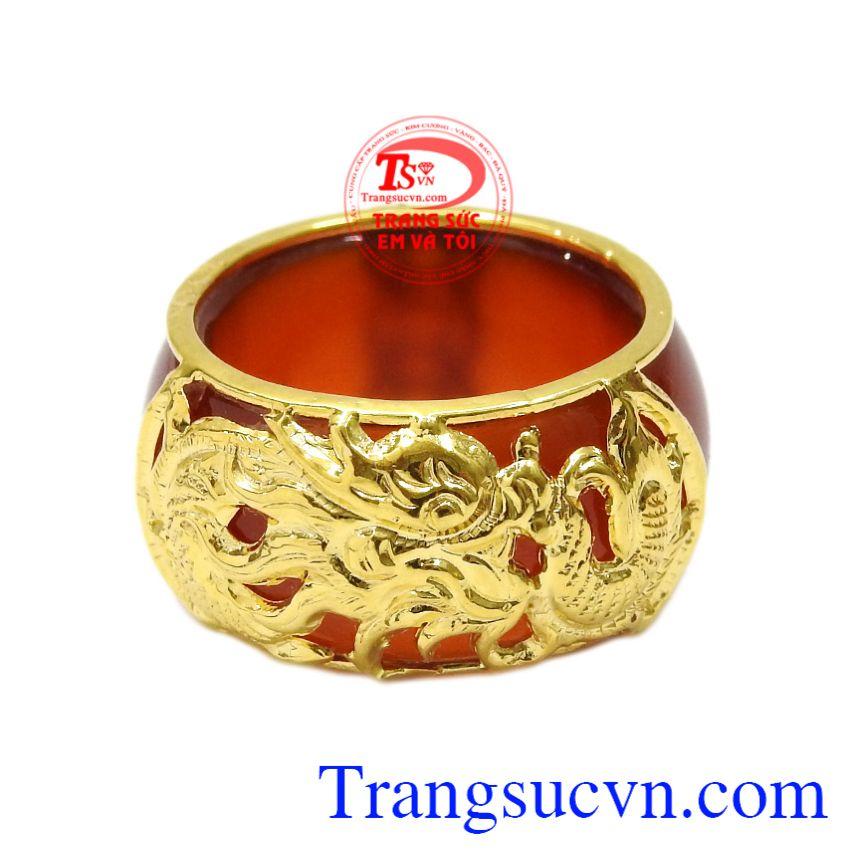 Nhẫn ngọc bọc rồng vàng công danh mang lại may mắn, tài lộc cho người đeo.