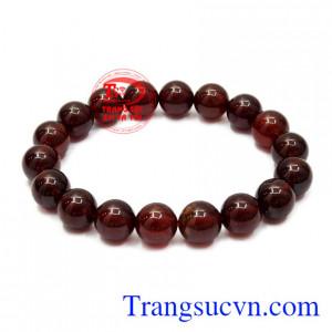 Chuỗi tay đá Garnet là sự kết hợp của các viên đá Garnet chất lượng 9 ly mang lại vẻ tinh tế cho người đeo.