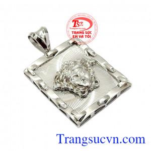 Sản phẩm thuộc dòng sản phẩm được nhiều khách hàng ưa chuộng và lựa chọn,Mặt dây nam vàng trắng Versace