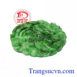 Mặt ngọc cẩm thạch long phụng là một sản phẩm vô cùng độc đáo và đặc biệt.