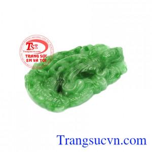 Mặt ngọc thích hợp với nhiều độ tuổi, có thể dùng được cho cả nam và nữ. Mặt phật bà jadeite thiên nhiên