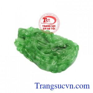 Mặt phật bà jadeite thiên nhiên được chạm khắc vô cùng tinh tế mang đến cho người dùng một sản phẩm hoàn hảo.