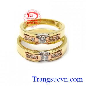 Nhẫn cưới tình yêu viên mãn giao hàng nhanh toàn quốc, khắc chữ miễn phí, bảo hành 12 tháng.