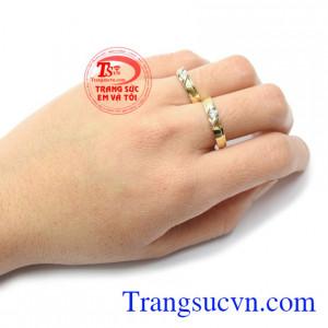 Nhẫn cưới vàng tây hạnh phúc mãu mã đẹp, đeo thời trang, sang trọng và tinh tế