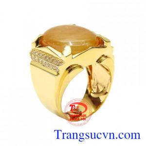 Nhẫn nam vàng Sapphire danh vọng được chế tác từ vàng 14k và sapphire thiên nhiên màu đẹp.