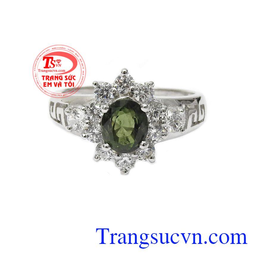Sản phẩm được các bà các mẹ ưa chuộng và lựa chọn,Nhẫn nữ bạc Sapphire quý phái