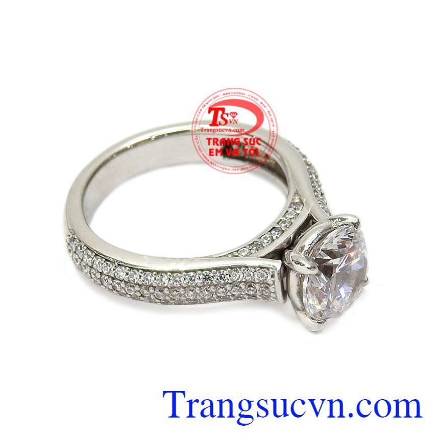 Chiếc nhẫn này rất phù hợp để làm nhẫn cầu hôn, hay làm quà tặng vào những dịp ý nghĩa đặc biệt dành cho phái nữ. Nhẫn nữ vàng trắng thanh thoát vàng 10k
