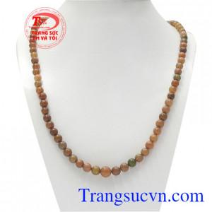 Chuỗi cổ Opal thiên nhiên là sản phẩm hiện được nhiều người yêu thích.