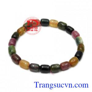 Theo phong thủy, đá Tourmaline giúp cân bằng năng lượng, tốt cho sức khỏe người mang nó.