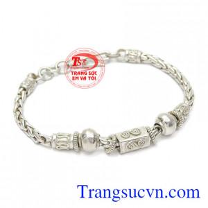 Lắc tay bạc cho bé trai được nhiều phụ huynh yêu thích bởi nét tinh tế, cá tính.