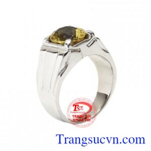 Nhẫn nam vàng trắng thạch anh vàng đẹp với thiết kế đơn giản những vẫn không kém phần sang trọng.