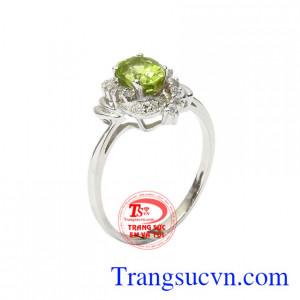 Nhẫn nữ bạc Peridot dịu dàng