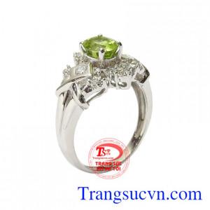Nhẫn nữ bạc Peridot độc đáo