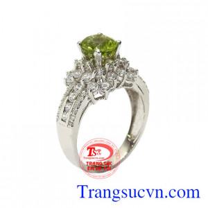 Nhẫn nữ bạc Peridot lấp lánh