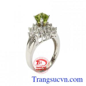 Nhẫn nữ bạc Peridot lộng lẫy