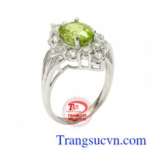 Nhẫn nữ bạc Peridot may mắn