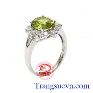 Nhẫn nữ bạc Peridot nữ tính