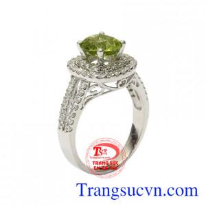 Nhẫn nữ bạc Peridot thanh tao