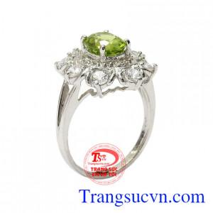 Nhẫn nữ bạc Peridot thịnh vượng