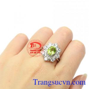 Nhẫn nữ bạc Peridot thịnh vượng, trang sức Em và Tôi đảm bảo về chất lượng sản phẩm.