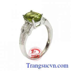 Nhẫn nữ bạc Peridot tinh tế