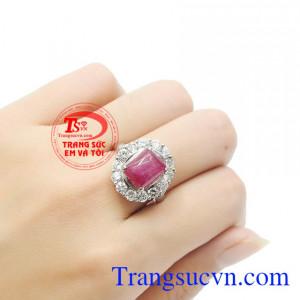 Chiếc nhẫn ruby không chỉ giúp tôn lên vẻ đẹp của người dùng còn mang lại may mắn, khéo léo và thành công. Nhẫn nữ bạc ruby quý phái