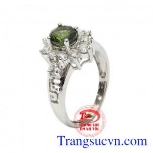 Nhẫn nữ bạc Sapphire quý phái là sản phẩm đá Sapphire có năng lực cảm thụ, giúp giảm huyết áp, chống mất ngủ, đau lưng hiệu quả,Nhẫn nữ bạc Sapphire quý phái