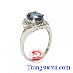 Nhẫn nữ bạc Topaz tài lộc