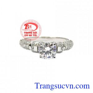Nhẫn nữ vàng trắng hoàn hảo được chế tác từ vàng trắng 18k và đá cz bền đẹp, sáng bóng.
