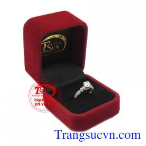 Đây chính là món quà mà khó có ai có thể chối từ. Nhẫn nữ vàng trắng hoàn hảo
