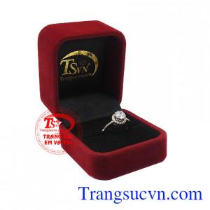 Nhẫn nữ vàng trắng kiêu kỳ bảo hành uy tín, giao hàng toàn quốc.