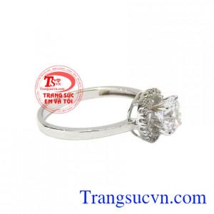 Với thiết kế tinh tế và sang trọng cho phái đẹp luôn tự tin và tỏa sáng. Nhẫn nữ vàng trắng kiêu kỳ