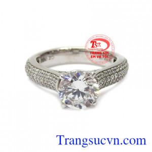 Sản phẩm được chế tác tỉ mỉ với những đường nét tinh xảo. Nhẫn nữ vàng trắng thanh thoát vàng 10k