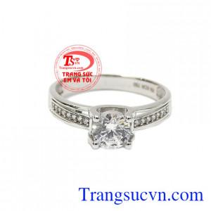 Nhẫn nữ vàng trắng tinh khôi với thiết kế không thể hoàn hảo hơn.