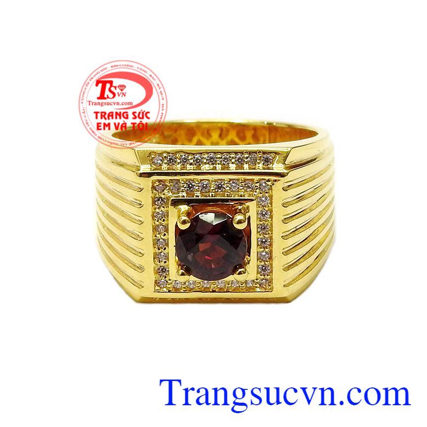 Sự kết hợp hoàn hảo mang đến cho chiếc nhẫn vẻ đẹp nam tính, mạnh mẽ, đẳng cấp,Nhẫn nam Garnet quý ông