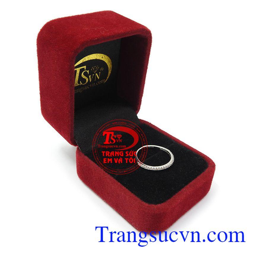 Nhẫn vàng đẹp, sang trọng, thời trang và đẳng cấp là món quà đặc biệt ý nghĩa cho một nửa yêu thương Nhẫn nữ đính đá duyên dáng
