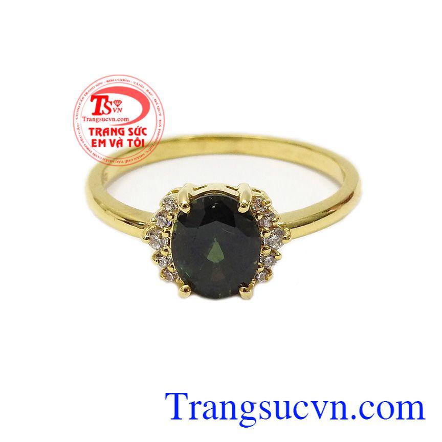 Đá Sapphire sang trọng mang lại sự giàu có, trù phú cho người đeo,Nhẫn nữ vàng Sapphire dịu dàng