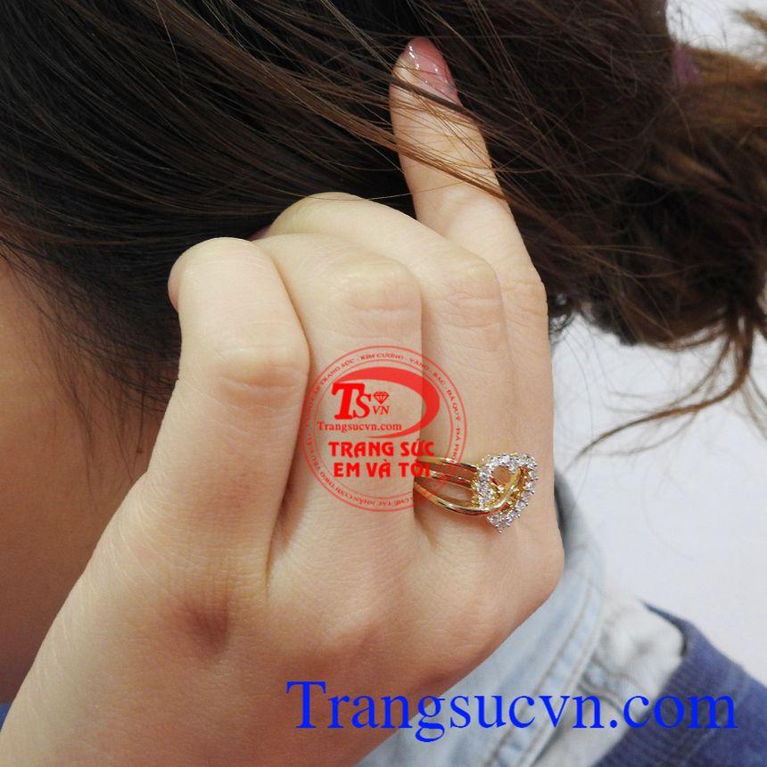 Nhẫn nữ vàng 10k là dòng sản phẩm rất được ưa chuộng, tạo nên phong cách thời trang riêng cho người đeo.
