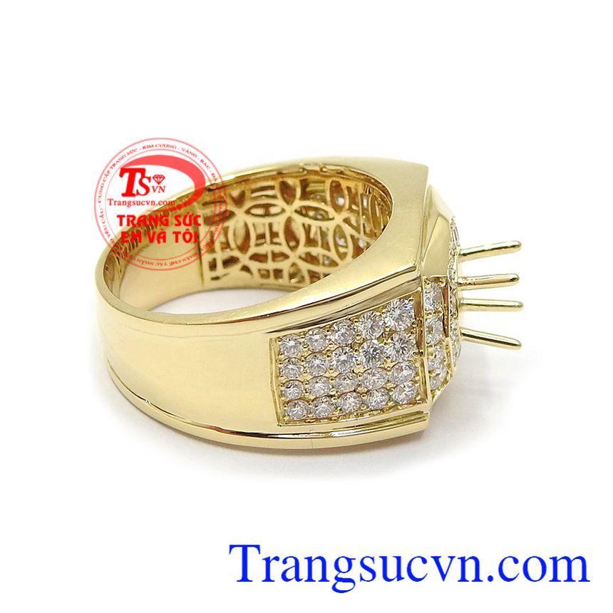 Sản phẩm với thiết kế tinh tế, sắc nét có thể gắn kim cương làm đá chủ hoặc các loại đá quý khác