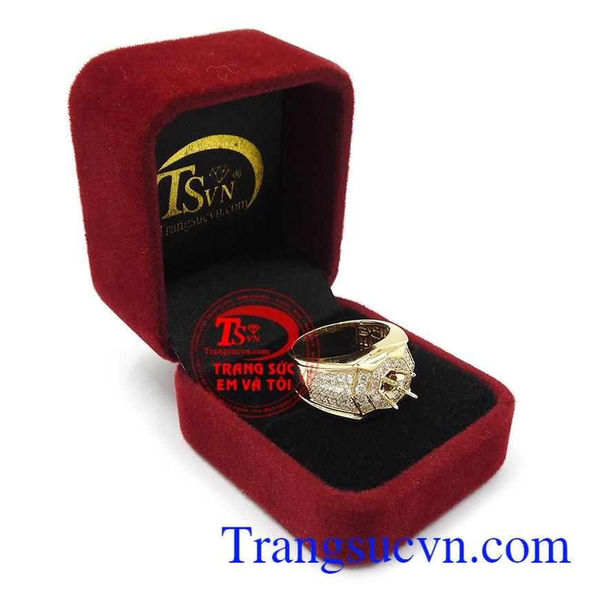 Ổ nhẫn kim cương vàng tây là lựa chọn tuyệt vời cho các quý ông mạnh mẽ tạo nên dấu ấn riêng cho bản thân.
