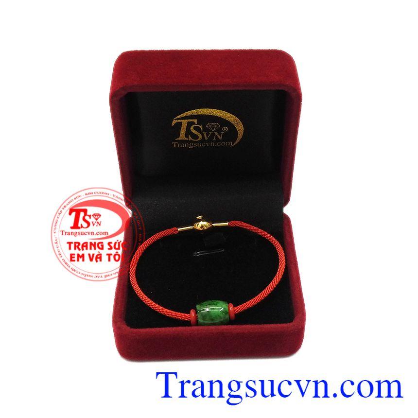 Ngọc jadeite thiên nhiên là một trong số những ngọc quý thường được dùng cho các vua quan, bởi nó đại diện cho sự giàu có, thịnh vượng. Vòng tay lu thống jadeite bình an