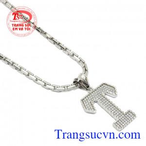 Kết hợp cùng dây chuyền được nhập khẩu Italt kiểu dáng mạnh mẽ, màu sắc bền đẹp,Bộ dây vàng trắng nam chữ T